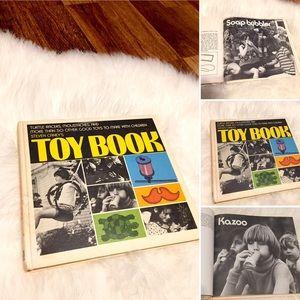 🦋2/$10 3/$15 4/$18 5/$20 Vintage '72 Toy Book